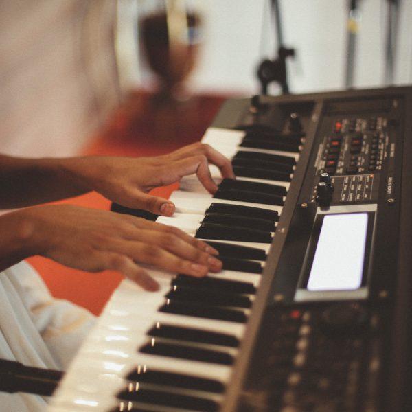 קלידים ופסנתרים